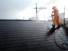 株式会社マツモト工務店の屋根塗装 施工中